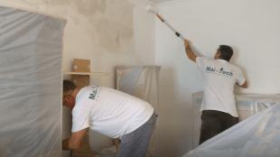 Nachdem der Tiefengrund getrocknet ist kann mit Wandfarbe ausgemalen werden