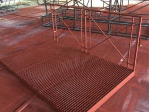 Rostschutzgrundierung in Rotbraun auf Eisen- und Metalloberflächen